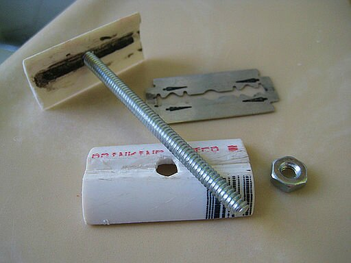 [Image: DIY-double-edged-safety-razor-2.jpg]