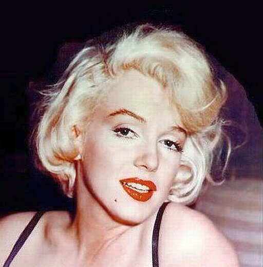Marilyn Monroe And Elizabeth Taylor Shaved Their Faces